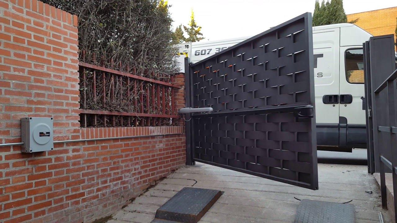 Reparaci n puertas autom ticas barcelona reparacion - Puertas abatibles garaje ...